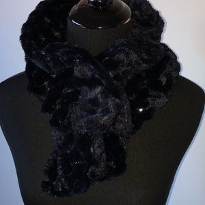 "Accessories - NWOT Faux Fur Sequin Scarf 26"""